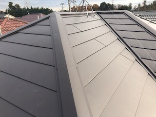 坂戸市で屋根ガルバカバー工法工事完了しました