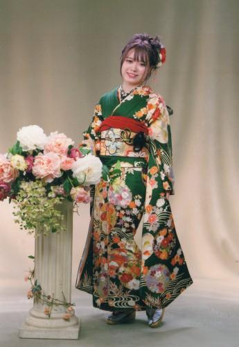 成人式:綺麗に着せて頂いて着物の色も柄もとても良かったです!