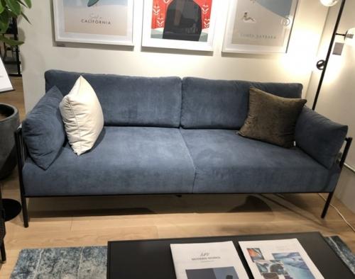 茅ヶ崎カフェに置く家具