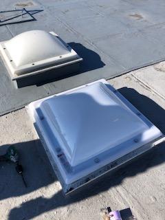 鶴ヶ島市で屋上トップライトポリカカバー交換工事を施工しました