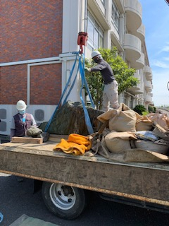 記念碑の移設工事