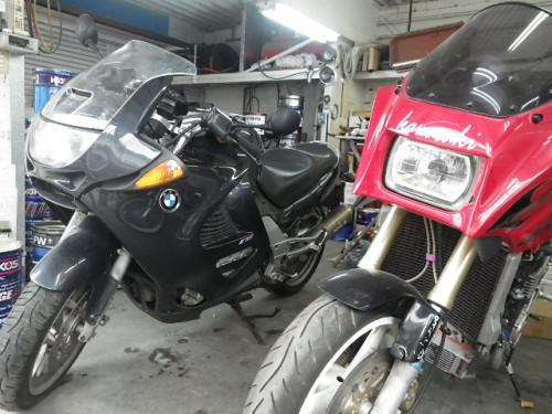 オートバイ修理・・・車の修理工場なんですが。。。