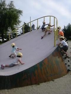ファミリー託児所の公園の時間は、午後になりました!