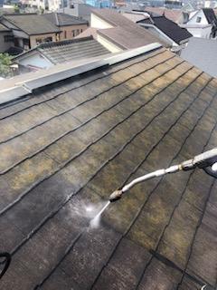 屋根の高圧洗浄工事を施工してきました