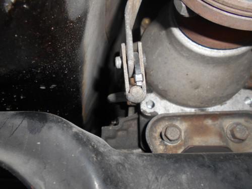 ボルボ240ATシフトリンクブッシュ破損で前後とも取替