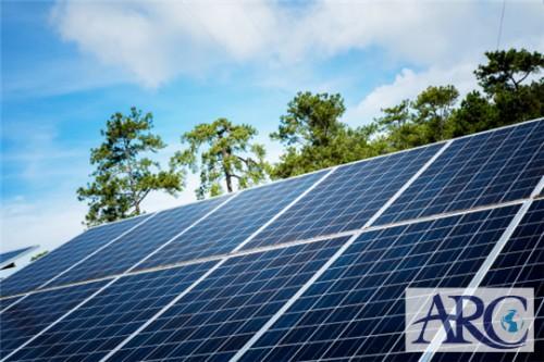屋根の上に自家消費型太陽光発電を導入し遮熱効果!