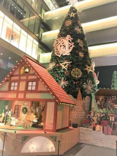 二子玉川ライズのクリスマスツリーは童話風?