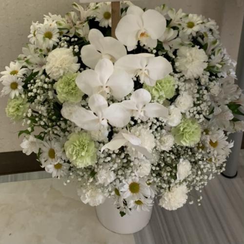 コロナ禍で葬式に参列出来ないので代わりにご供花を送る