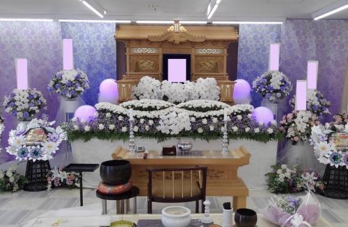 地元の家族葬を得意としてる葬儀屋ですので、低価格で行います