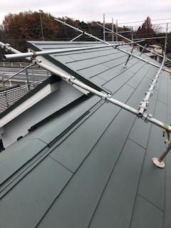 東松山市で屋根カバー工法を施工してきました