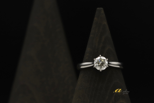 昔の立て爪婚約指輪から現代の婚約指輪にリフォーム