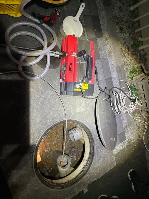 埼玉県蕨市にてトイレつまりの為高圧洗浄作業実施。