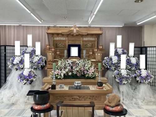 人数を制限しながら里山会館で1日葬儀でした