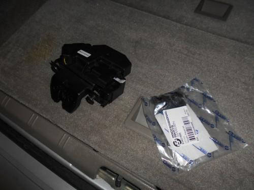ボルボV70(8B系)リヤゲートモーター不調、内張剥がれ修理