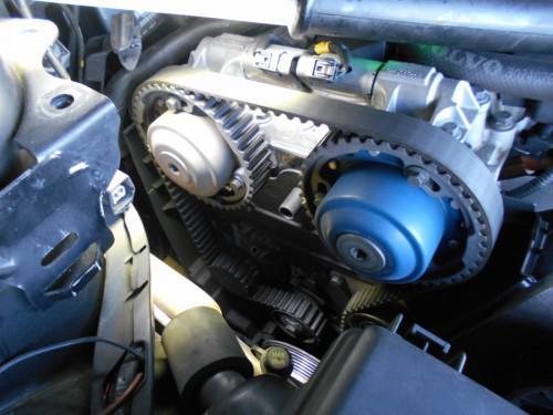 ボルボXC70 Tベルト交換時期でテンショナープーリ類取替