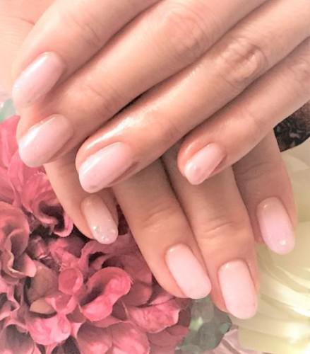 キレイ色のピンクネイルで春を先取り