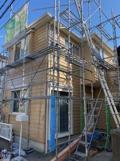 鶴ヶ島市で屋根・外壁塗装工事中です