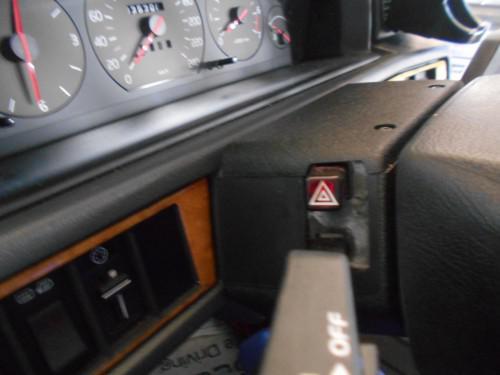 ボルボ940クラシックハザードスイッチ破損で赤いカバー取替