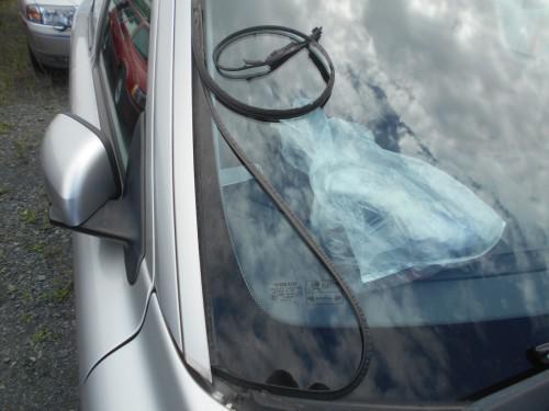 ボルボS60 フロントガラスサイドモールゴム外し撤去の仕方