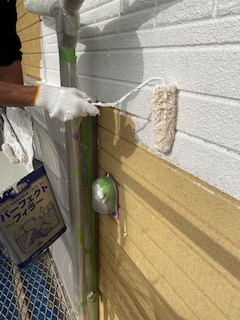 日高市で外壁ALCパワーボードの下塗り塗装工事を施工しました