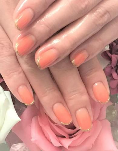 透明感のあるオレンジカラーグラデーションネイル