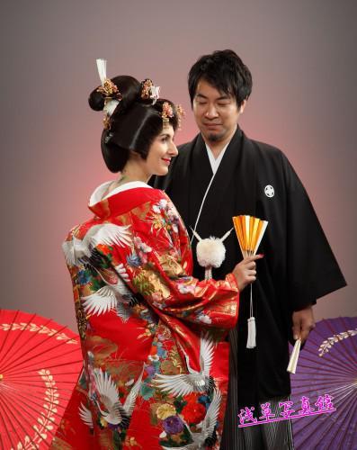 「日本の結婚写真」色あせないスタジオ写真