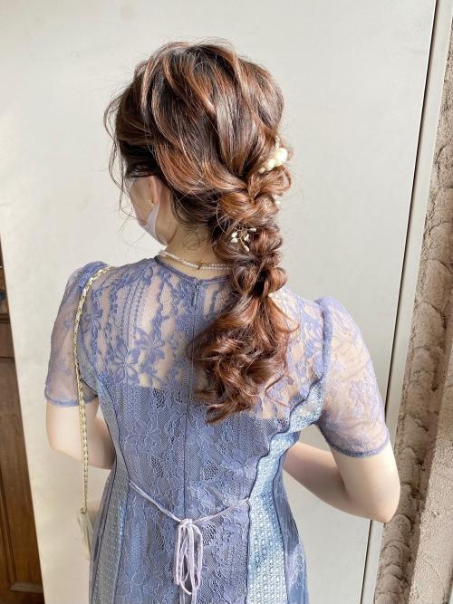 結婚式 お呼ばれヘア 編みおろし パールアクセ