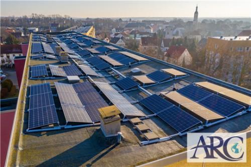 日が当たる屋根の上を自家消費型太陽光発電で活用するメリット!
