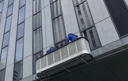 今月は定期ゴンドラ窓ガラスを行っております