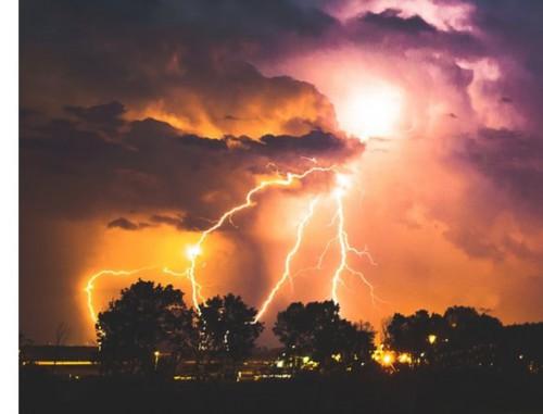 豪雨災害には自家消費型太陽光発電で停電対策!