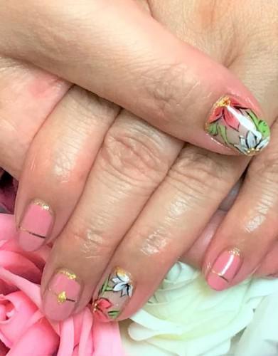 ムーブピンクと大人な花柄ネイル