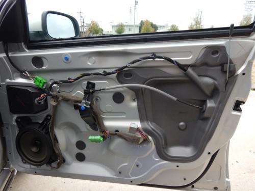 ボルボV70 (SB系)の運転席ドアロック作動不良で取替