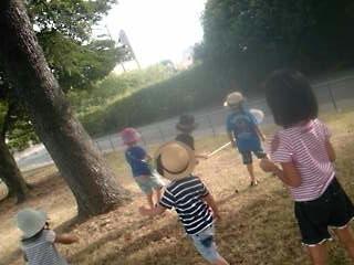 公園でセミとり!!